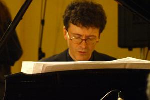 """<a class=""""nameteach"""" href=""""http://www.jazzschooltorino.it/jazz-school-torino-team/daniele-tione/"""" title=""""Scopri di più""""> Daniele Tione</a>"""