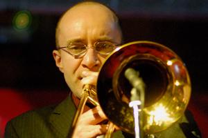 """<a class=""""nameteach"""" href=""""http://www.jazzschooltorino.it/jazz-school-torino-team/stefano-calcagno/"""" title=""""Scopri di più"""">Stefano Calcagno</a>"""